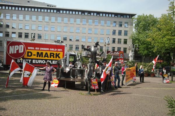 Konspirative NPD-Kundgebung auf dem Husemannplatz